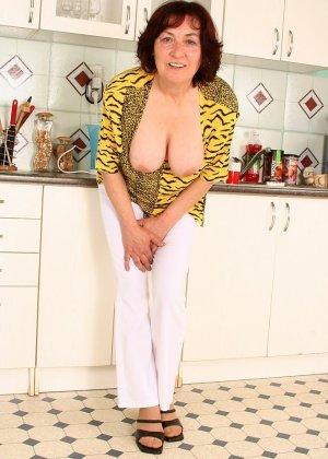 Женщина 63 лет, хочет чтобы с ее пиздой поиграли - фото 11