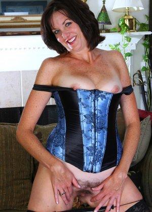 Женщина 37 лет раскрывает свою пизду - фото 14
