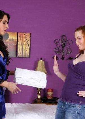 Лесбиянки с большими грудями помассировав друг дружку, лижут клиторы - фото 7