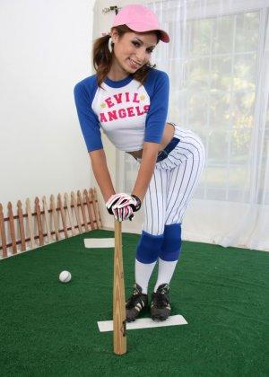 Спорт это всегда сексуально, особенно когда у девушек спортсменок большие биты в руках и подтянутые животики - фото 9