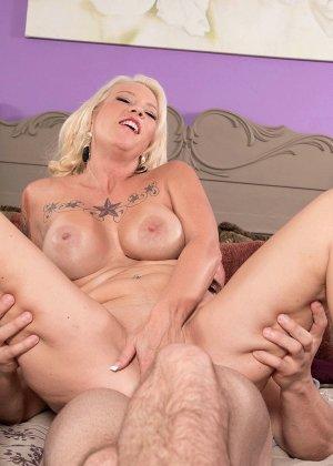 Без сожаления, зрелая блондинка изменяет мужу - фото 4