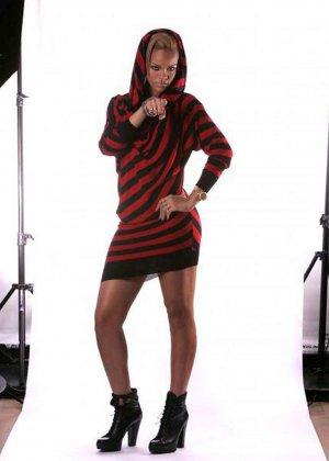 Изумительные ножки Рианны - фото 8