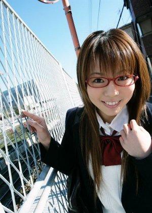 Волосатая пизда японки Юме Кимино отлично выглядит без трусиков, когда эта шалунья снимает их в классе - фото 7