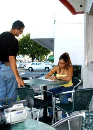 Мексиканская официантка сразу согласилась трахнуться за деньги - фото 6