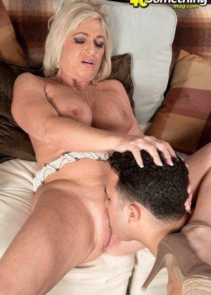 Брэнди Джеймс позволяет себя трахать молодому мужчине, а он кайфует от ее большого опыта - фото 6