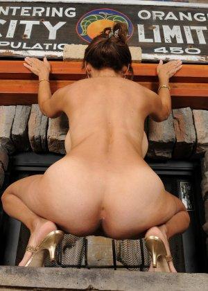 Женщина 48 лет без стеснения показывает свою дырявую и волосатую пизду - фото 7