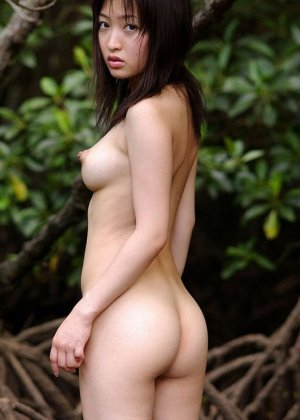 У азиатки Майко Казано аппетитные натуральные форы груди и волосатая пизда, так и хочется зарыться в этот шелк пальцами - фото 4