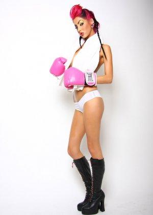 Диана в боксерских перчатках - фото 2