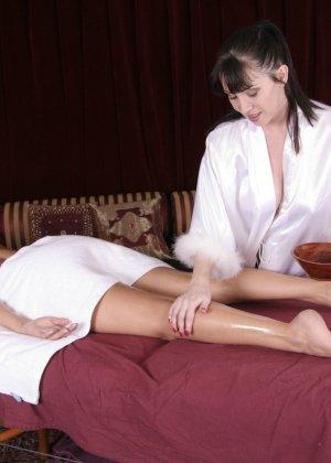Первый лесбийский контакт у женщины случился на массаже - фото 8