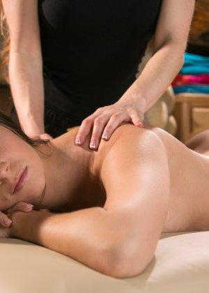 Придя на массаж молодая женщина не думала, не гадала, что станет лесбиянкой - фото 8