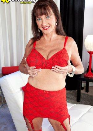Киара немного оголилась, сняв часть нижнего белья красного цвета - фото 11