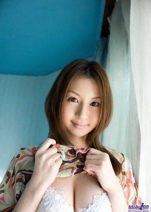 Тацуми Юи в латексе и на высоких каблуках показывает мягкие изгибы своего шикарного тела и волосатую пизду - фото 9