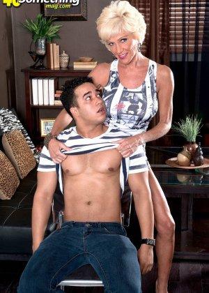 Опытная Ники запросто соблазняет молодого мужчину и он устраивает ей качественный секс - фото 12