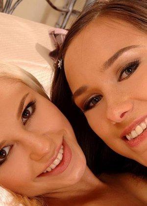 Лола и Виктория мило поиграли с влагалищами - фото 7