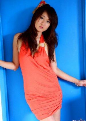 Риза Мисаки – миниатюрная азиатка, которая всем показывает свое тело абсолютно без одежды - фото 7