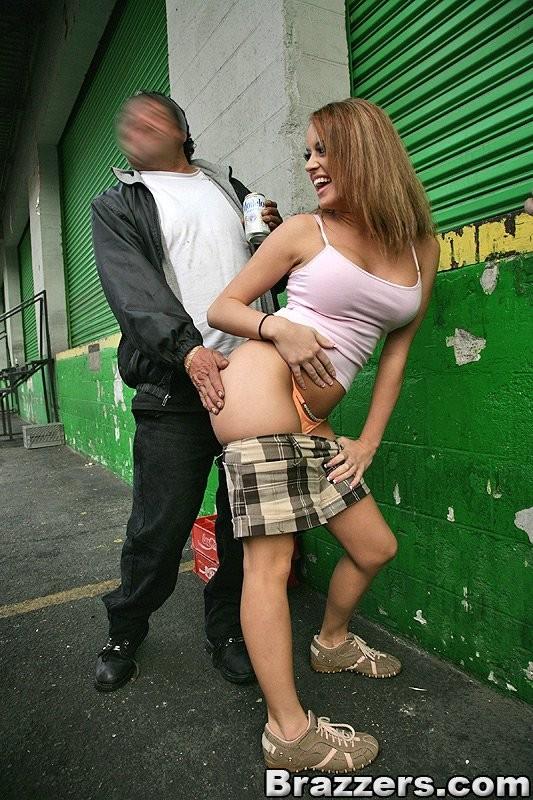 Секс с проституткой на улице
