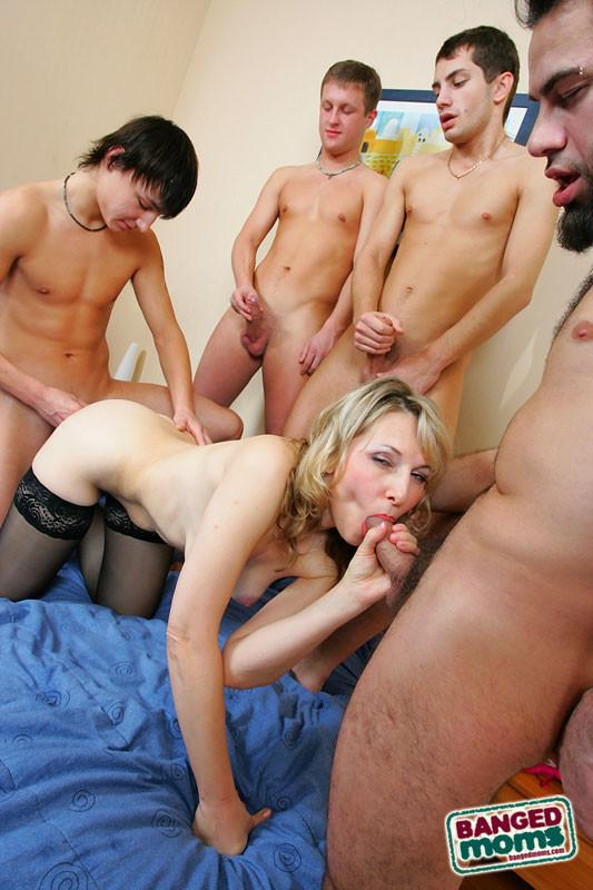 Порно домохозяйку толпой 99628 фотография