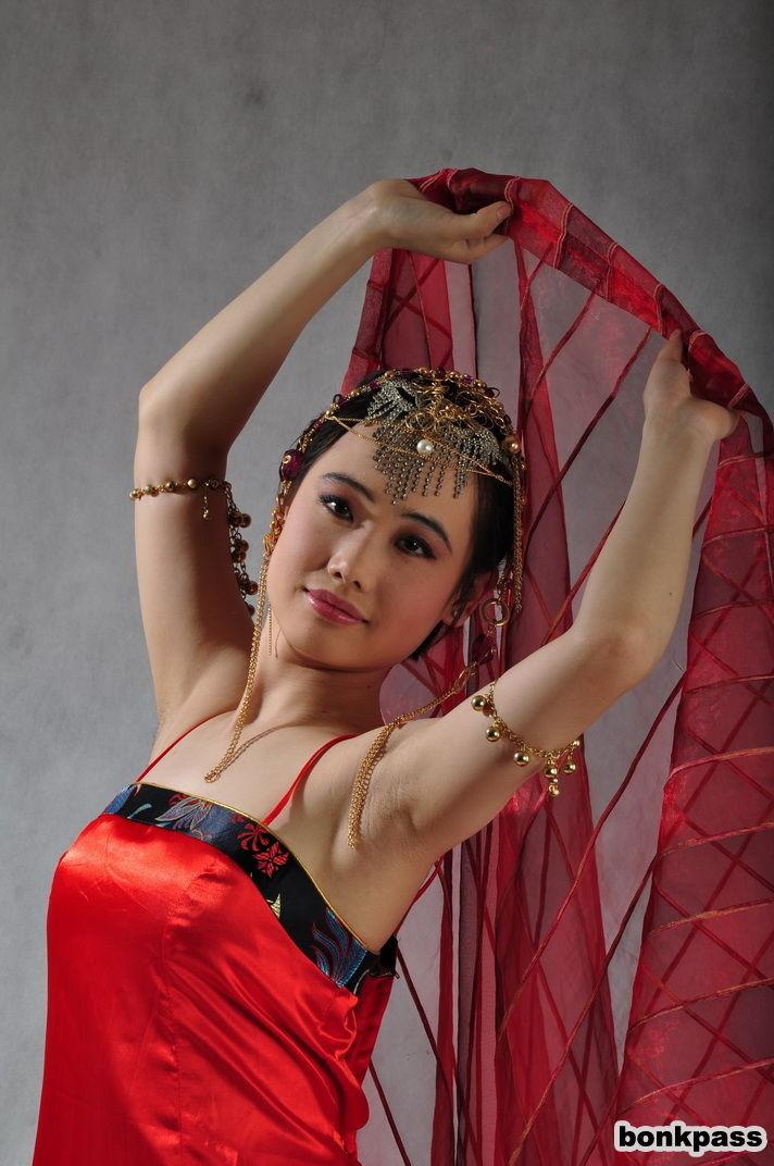 Голая сексуальная азиатка