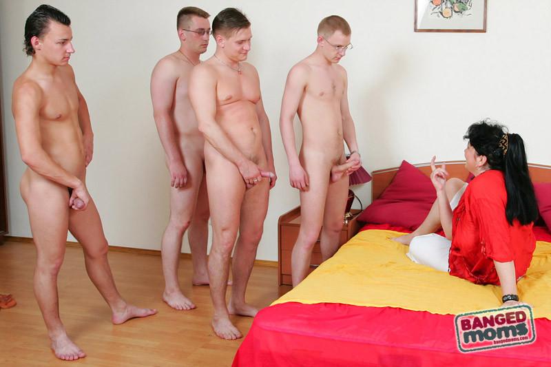порно молодых парней со зрелыми тётками