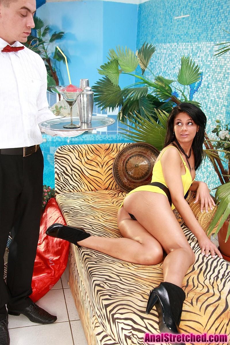 Анальный секс официанта и самой красивой шлюхи