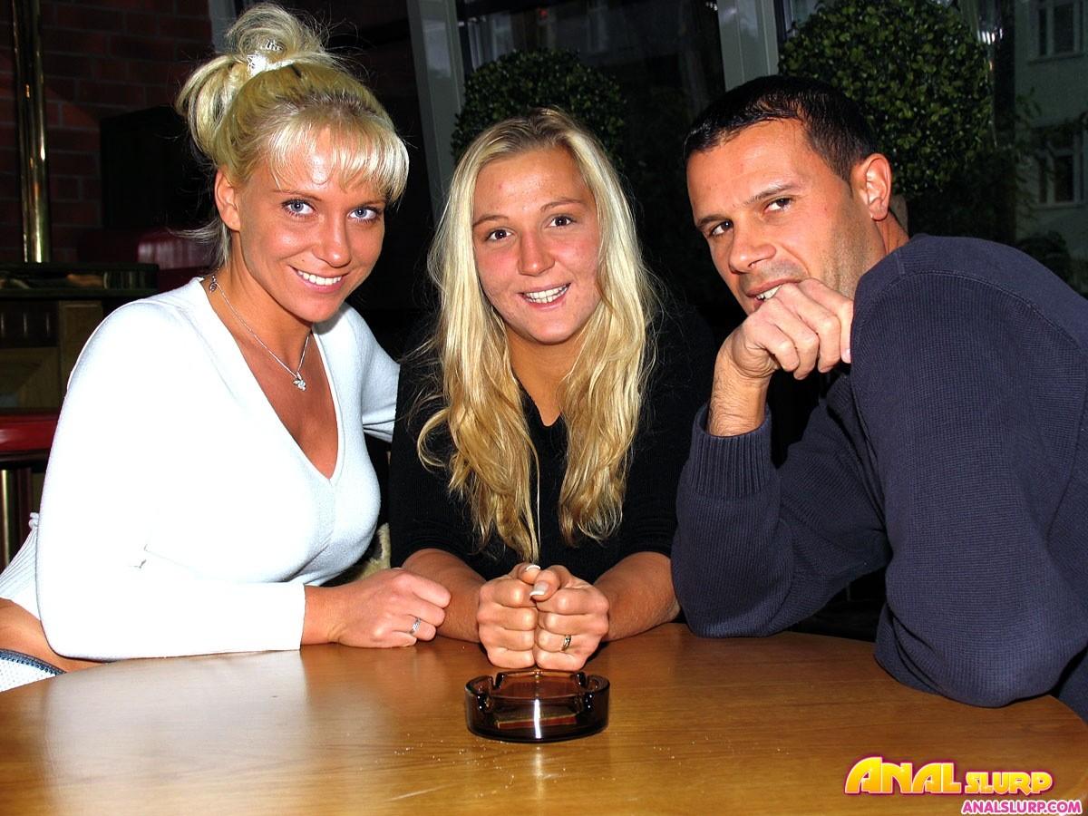 Анал мужа, жены и случайной знакомой с бара