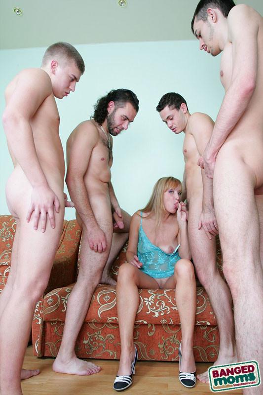 Мамки и молодые парни секс ролики