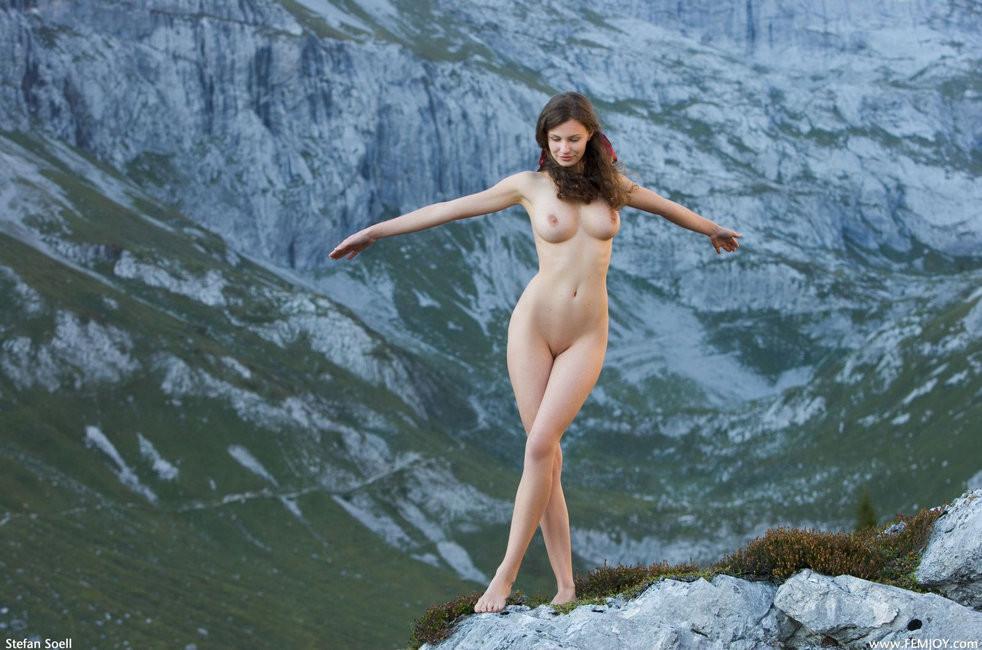 девушки в горах голые фото