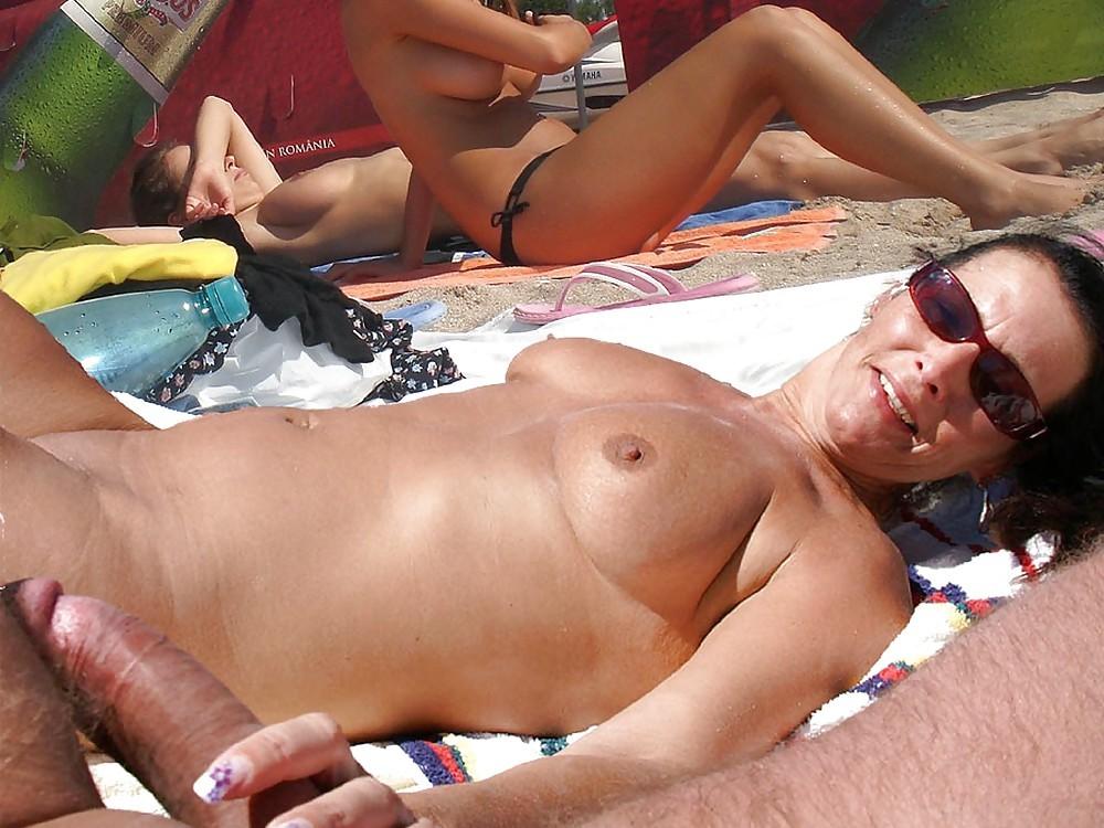 Секс зрелых на нудистском пляже