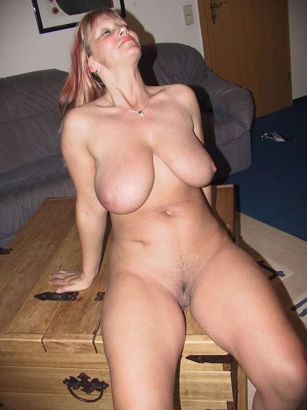 Ебутся между сиськами порно