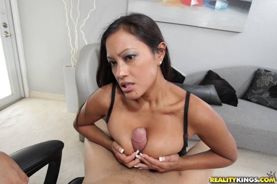 Секс азиатки с большими сиськами
