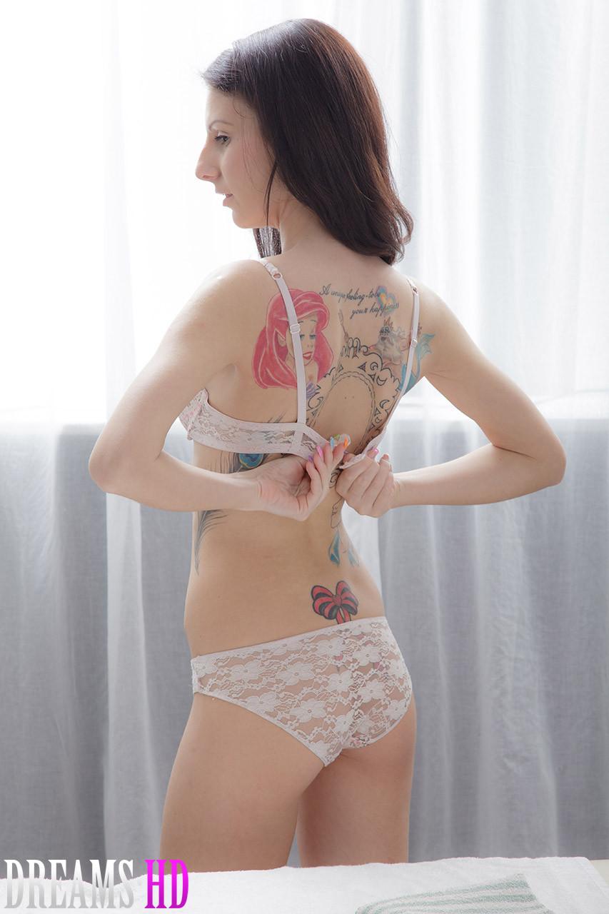 Секс со стройной девушкой на массаже