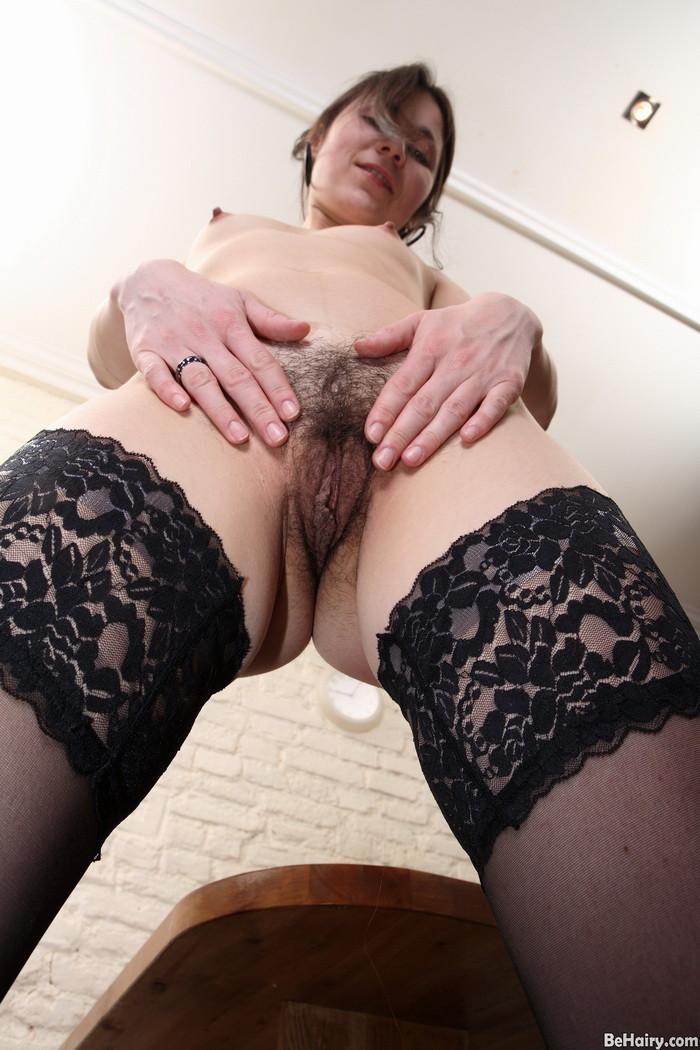 Секретарша показывает умение мастурбировать при трудоустройстве