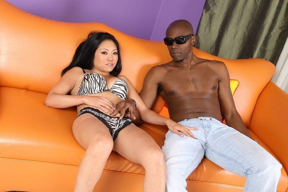 Секс азиатки с негром