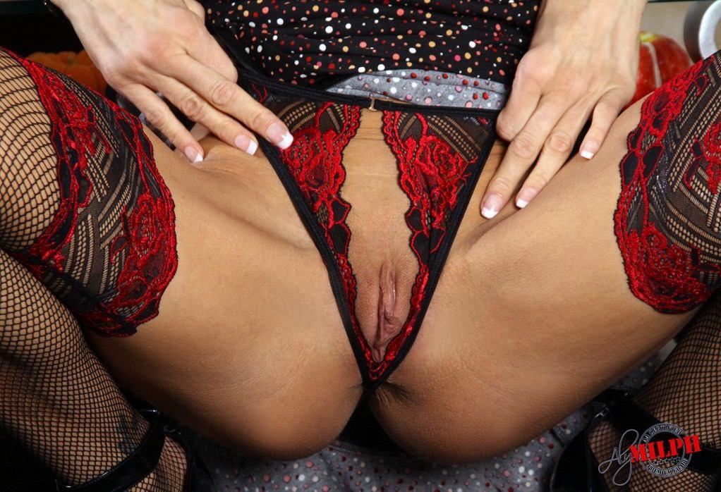 Фото баб в секс белье с отверстиями фото 556-765