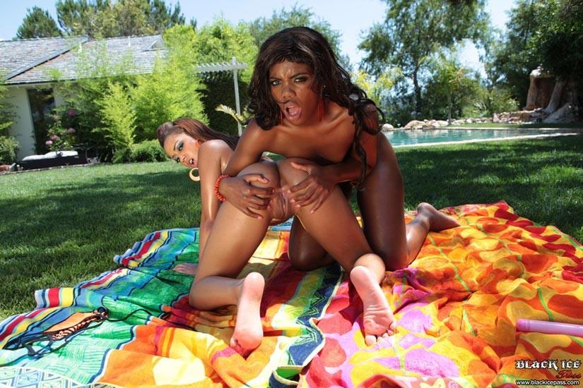 Angel Cummings, Mariah Kakes - Галерея 2734307