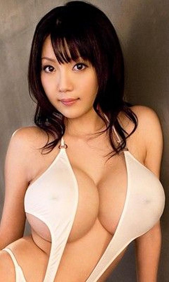 Пышногрудые японские модели