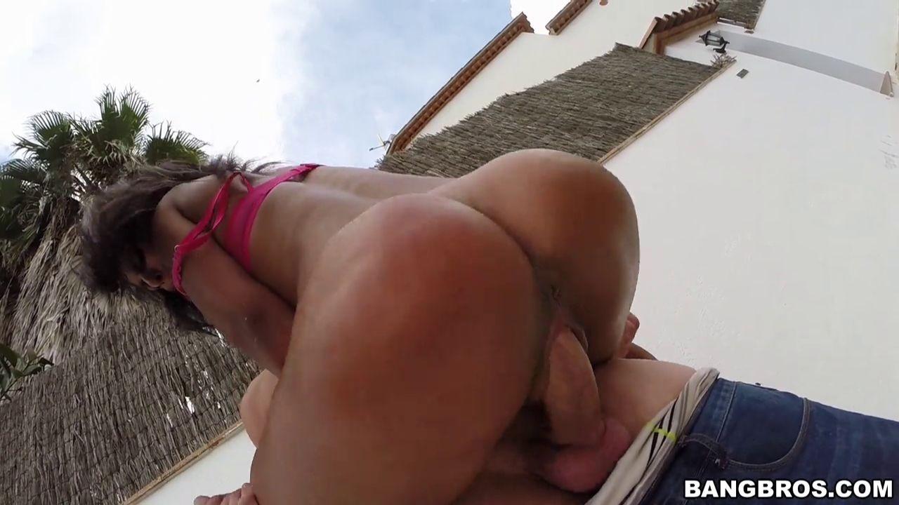 Выебал жопастую бразильянку на улице