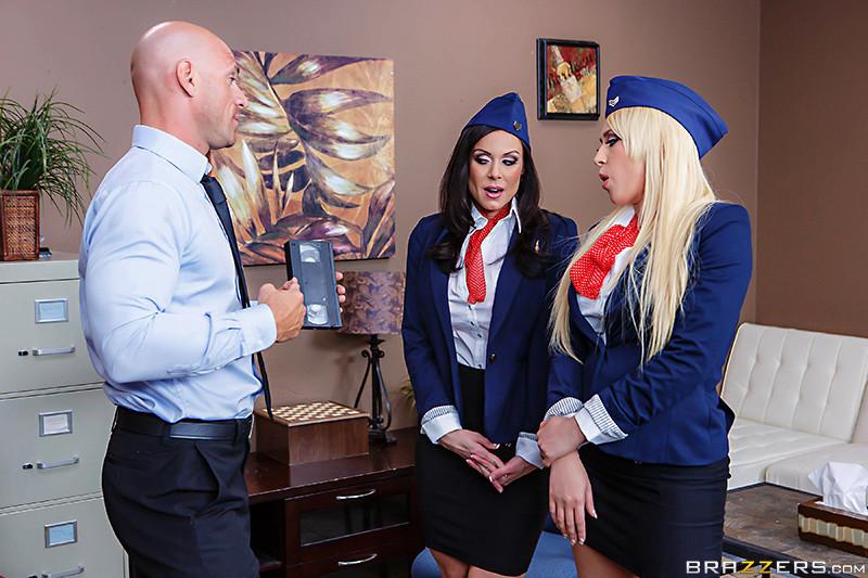 Секс втроем со стюардессами