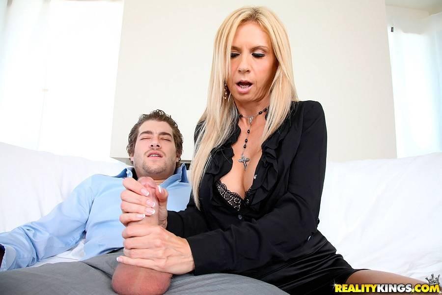 Секс со зрелой сисястой Брук Тейлор