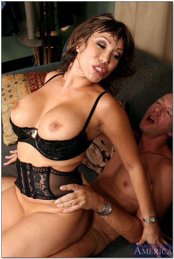 aziatskaya-znamenitaya-porno-aktrisa