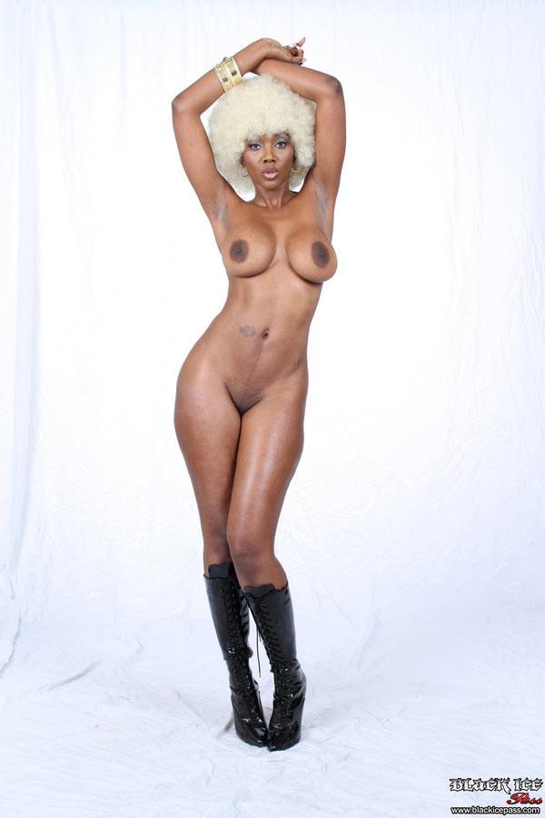 Nyomi Banxxx - Галерея 2948403