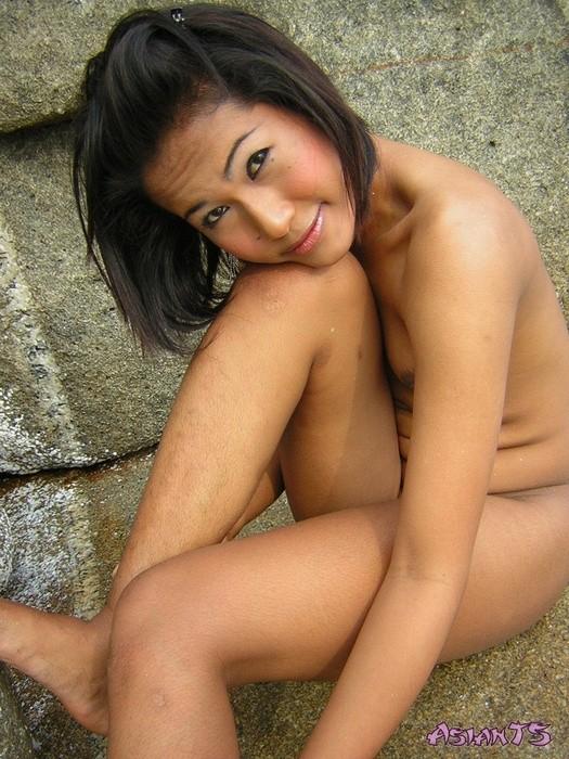 Реальный азиатский транс Сара в купальнике и без