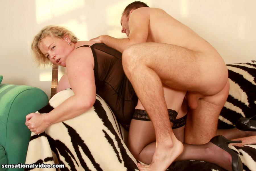 Секс с пожилой толстой блондинкой в корсете
