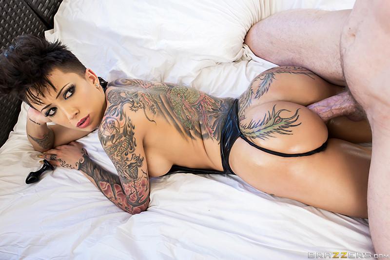 Татуированные порно актрисы из brazzers