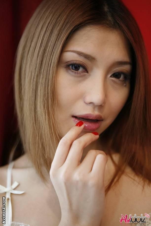 Очень красивая голая азиатка