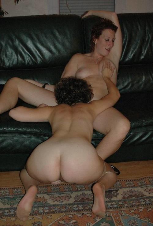 Сексуальные лесбиянки выглядят очень возбуждающе в своих играх – им нравится доставлять друг другу удовольствие