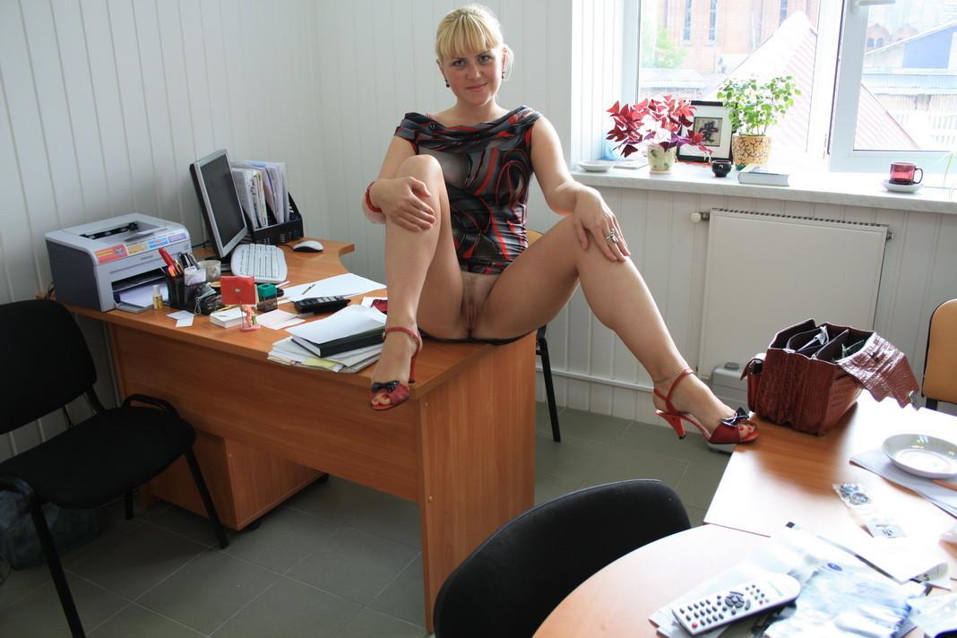 голые фото в офисе