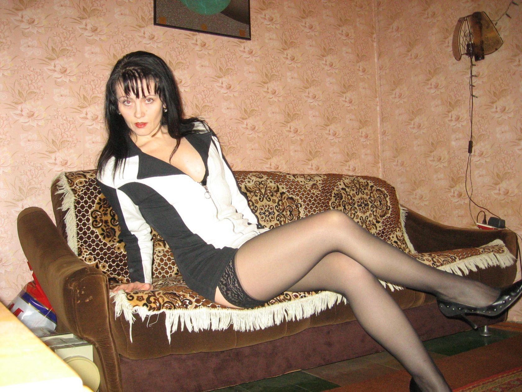 Девушка очень любит примерять на себя сексуальные наряды, но в итоге все равно остается обнаженной