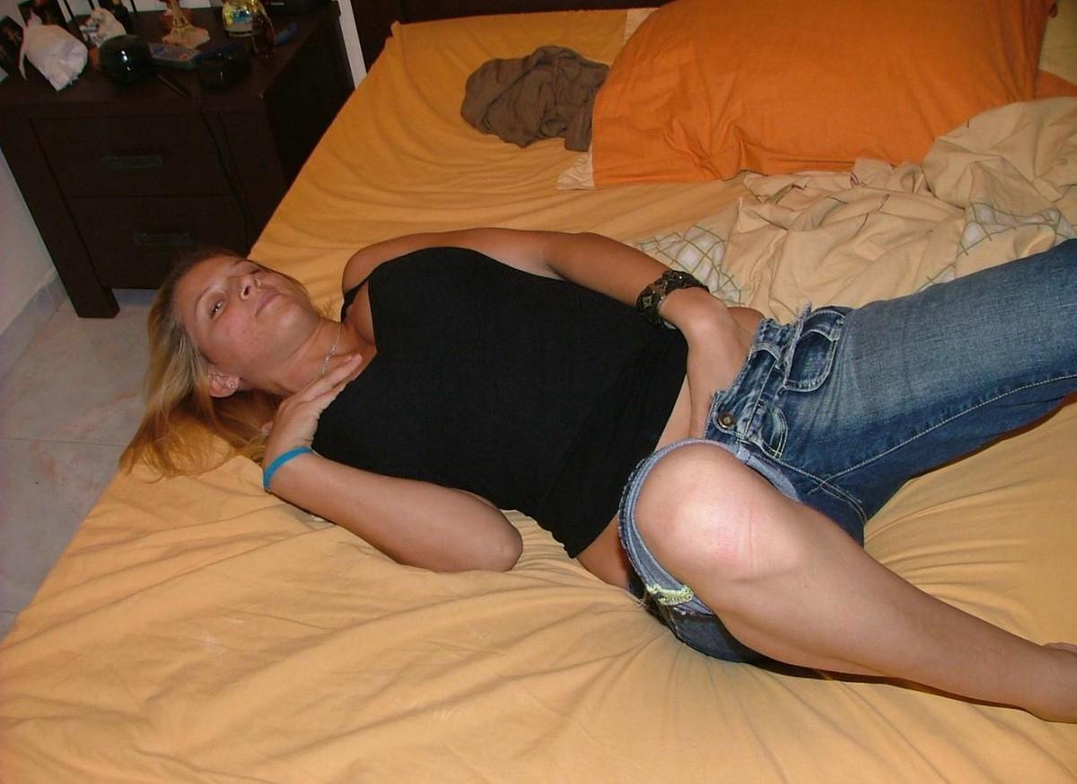 В вагинальную дырочку грудастой блондинки вставили хрен