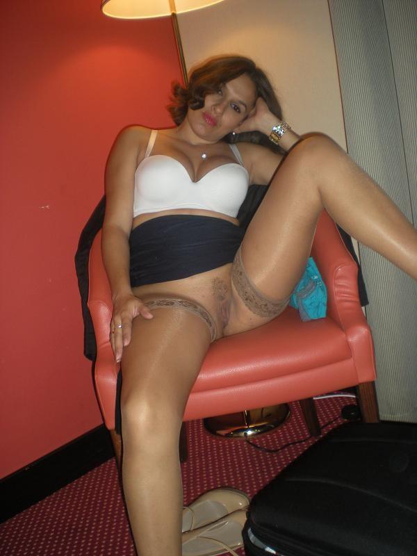 Латинка Фернанда любит облачаться в разные эротические наряды – в каждом из них она сексуальна